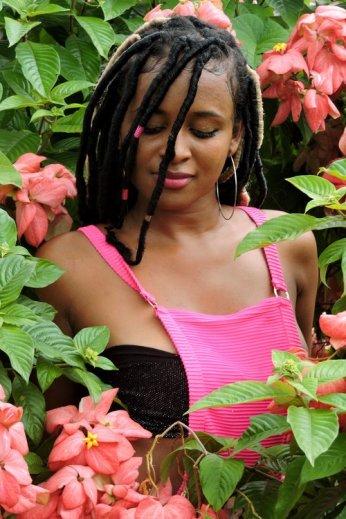 Beautiful+Black+Girl+in+Garden